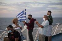 Разочаровани туристи напускат Миконос заради забраната за музика и вечерния час