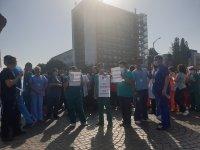 """Втори ден медици протестират пред """"Пирогов"""""""