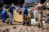 Германия се справя с последствията от наводненията