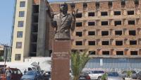 Откриха шестметров паметник на художника Никола Манев в Пазарджик