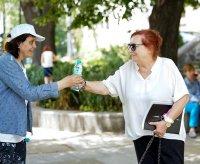 Заради жегите раздават минерална вода в София