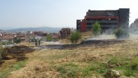 Пожар пламна край болницата в Благоевград
