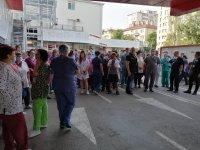 """Протест пред """"Пирогов"""" срещу уволнението на проф. Балтов (Видео, снимки)"""