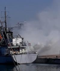 """Пожар на борда на военен кораб на учението """"Бриз 2021"""" (Снимки)"""
