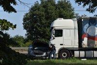 Две жени загинаха на място при тежка катастрофа между камион и кола в Русе
