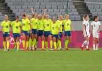 снимка 7 Звездите от футболния тим на САЩ с поражение срещу Швеция