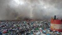 Пожар пламна на сметището за битови отпадъци край Асеновград (СНИМКИ)