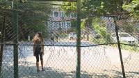 Опасна спортна площадка във Варна застрашава живота на деца