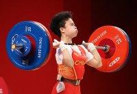 Китайка спечели първото злато във вдигането на тежести