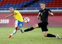 Бразилия е на 1/4-финал в Токио след нови два гола на Ричарлисон