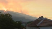 Пожарът край Твърдица е овладян, но продължава да гори