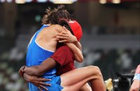Двама атлети си поделиха златния медал във високия скок