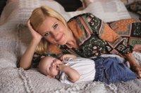 Водещата на БНТ Филипа Иванова показа сина си Филип