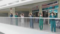 Медици си общуват само с жестове в ковид център във Виетнам