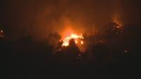 Двама пострадали и над 20 изгорели къщи при пожара в Долно село