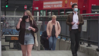 Стимулират ваксинацията в Англия с намаления за пица и такси