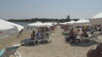 Препълнени плажове на юг: Туристи се оплакват от липса на чадъри и шезлонги