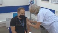 Мобилни екипи ваксинират служители на фирми на място в София