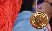 Олимпийска шампионка ще получи нов медал, кметът на родния ѝ град го захапал