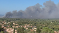 Пожар бушува край Сен Тропе, Израел поиска международна помощ за огъня край Йерусалим