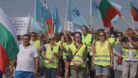 Пътни работници блокират пътища заради неизплатени задължения