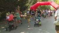 Родители се надбягваха с бебешки колички във Варна
