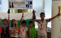 Българчета спечелиха пълен комплект медали от първенството по шахмат на Европейския съюз