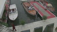 Български топ модел дефилира на бляскаво ревю във Венеция