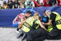 Роналдо се притече на помощ на ударен стюард (СНИМКИ)