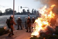 От утре задължителни ковид тестове за неваксинираните в Гърция на фона на протести