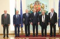 Президентът Радев връчи държавни отличия на изтъкнати българи (Снимки)