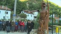Дървена скулптура породи бурни мнения в социалните мрежи