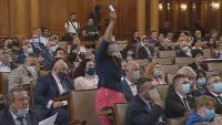 Хаосът с пенсиите: Трети ден депутатите гласуват актуализацията на ДОО