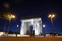 Париж се събуди различен - Триумфалната арка вече е опакована