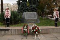 На празника: Венци пред Паметника на независимостта в София (Снимки)