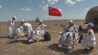 Китайските астронавти се завърнаха на Земята