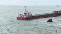 Водолази заснеха пробойните на заседналия край Яйлата кораб