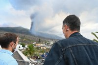 Изригването на вулкана на о-в Ла Палма засега не засяга въздушния трафик