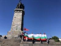 Полицията задържа мъж, опитал да заличи надписа на паметника на Съветската армия