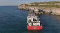 Водолази ще проучват морското дъно около заседналия край Яйлата кораб