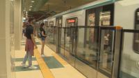 17-годишно момиче откри голяма сума пари на един от входовете на метрото и уведоми полицията