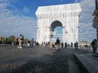 Мечтата на Кристо: Откриха за посетители опакованата Триумфална арка в Париж