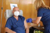 Кой може да си постави трета доза ваксина срещу COVID-19?