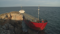 Водолази: Има изтичане на азотна тор от заседналия край Камен бряг кораб
