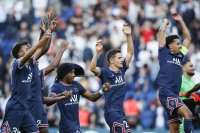 Гол в последната минута задържа ПСЖ безгрешен в Лига 1