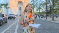 От нашите пратеници: Часове до официалното откриване на опакованата Триумфална арка