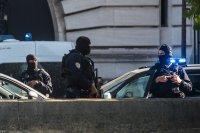 Задържаха неонацисти за подготовка на терористична атака във Франция