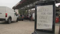 Дълги опашки за гориво във Великобритания, спешно се търсят шофьори на тирове