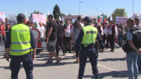 Жители протестираха заради спрян ремонт на пътя Пазарджик - Костенец