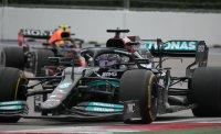 Люис Хамилтън записа победа №100 във Формула 1 след дъждовна драма в Сочи